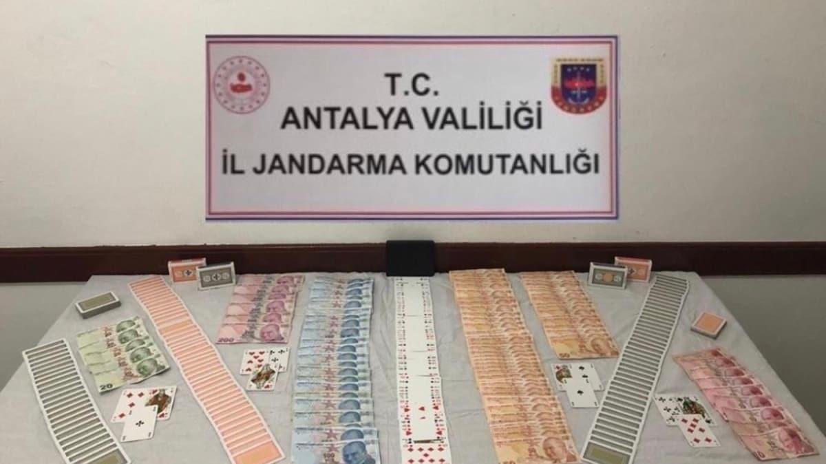 Antalya'da kumar oynayan 7 kişiye 33 bin 369 TL ceza kesildi