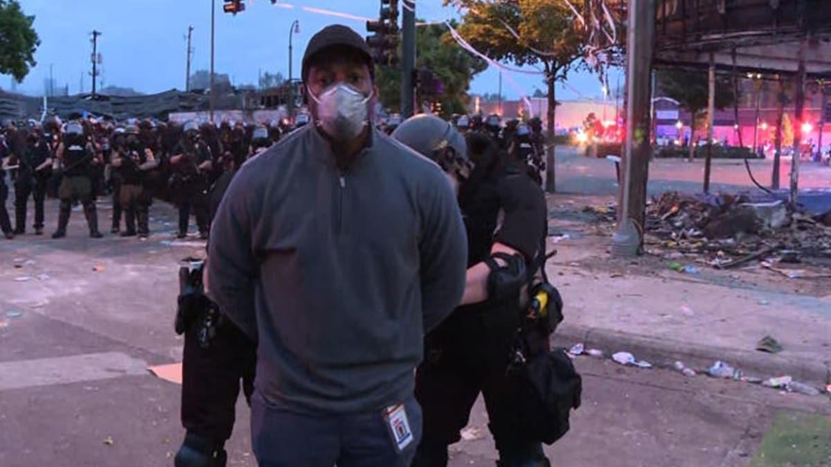 ABD polisi çıldırdı! CNN muhabiri canlı yayında kelepçelenerek gözaltına alındı