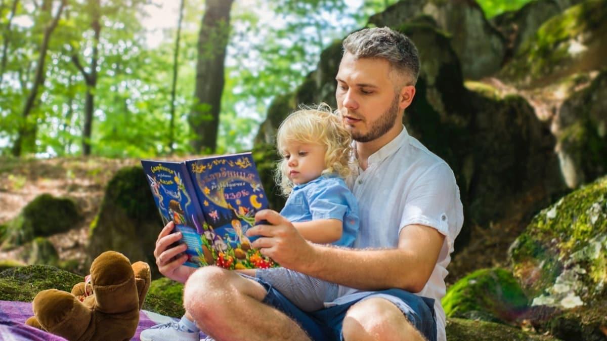 """Masal dinleyen çocuklar daha zeki oluyor!  Çocuğun masal dinleme yaşı kaç olmalı"""""""