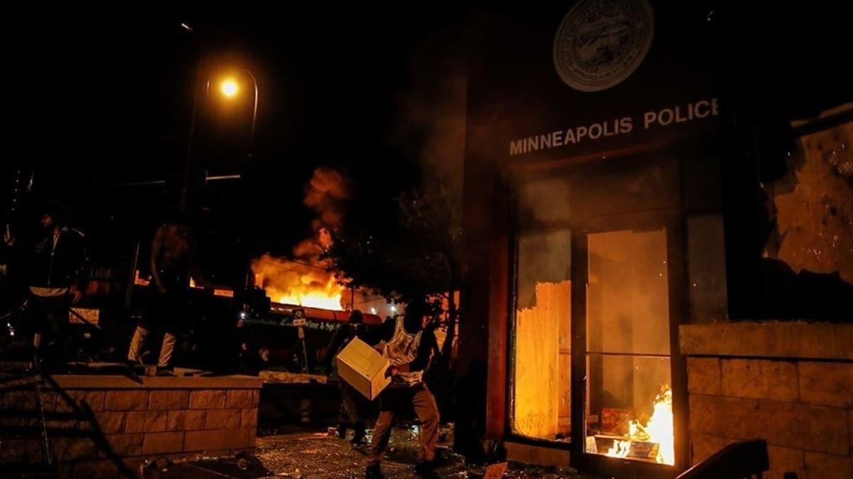 ABD yanıyor! Göstericiler polis merkezini ateşe verdi