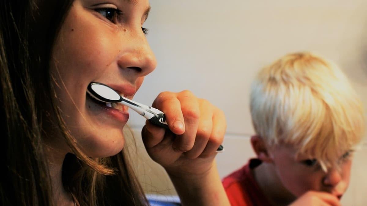 Virüs cansız ortamda birkaç saat dayanabiliyor!   Ağız temizliğine dikkat!