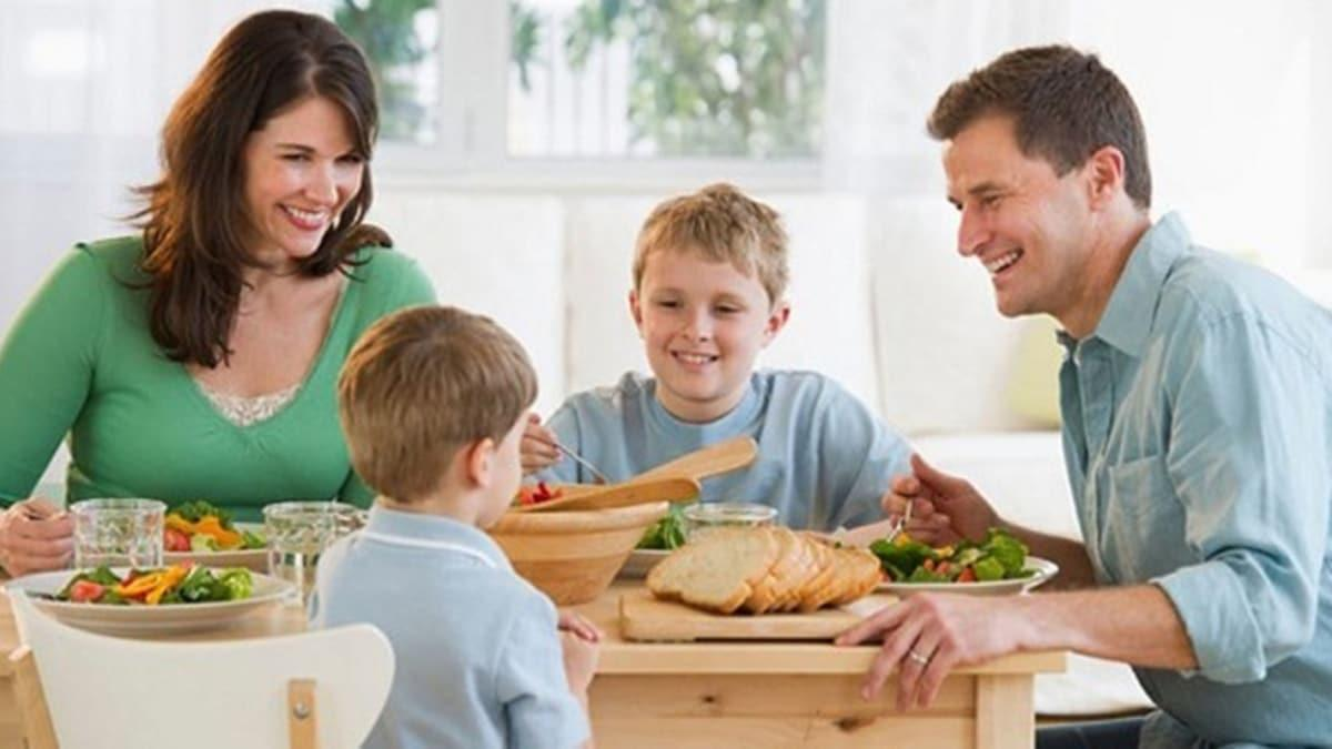 """Aile yemeği virüse yol açmasın!  Aynı ortamda bulunmak için şartlar nasıl olmalıdır"""""""