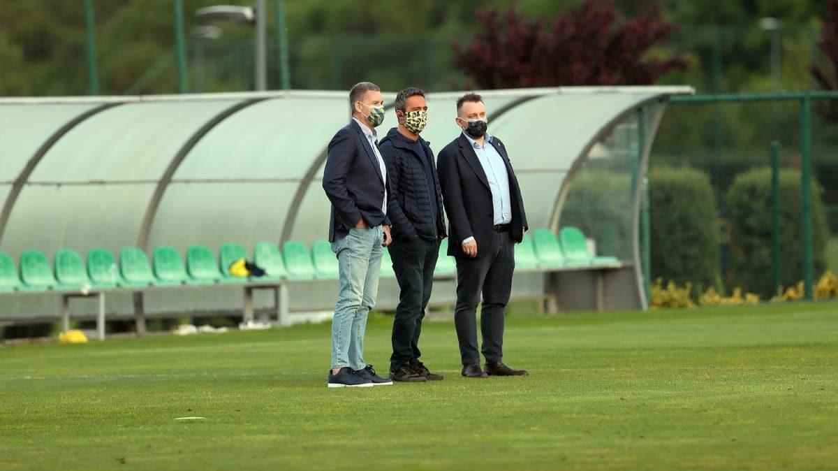 Fenerbahçe Başkanı Ali Koç yakın takipte