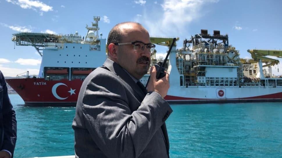 """Türkiye'nin ilk yerli sondaj gemisi """"Fatih"""" Trabzon'a geldi"""