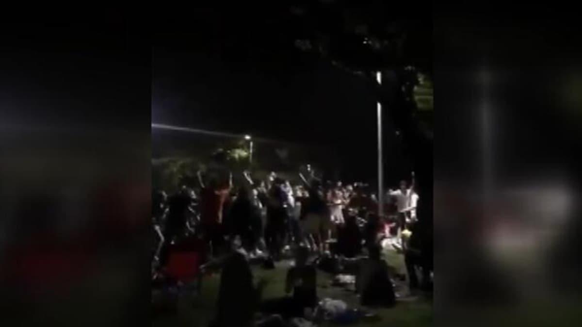 Bakan Koca'dan Kadıköy Moda sahilinde eğlenenlere uyarı