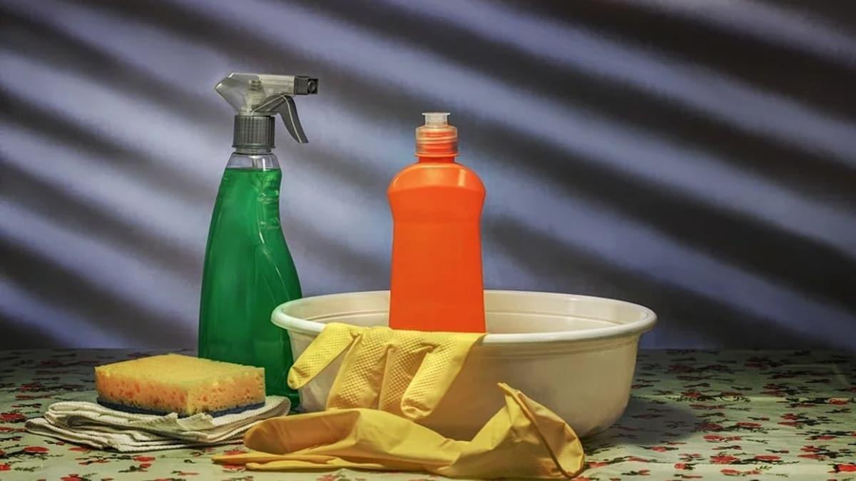 """Çocukların temizlik malzemesini içmesi durumunda ne yapılmalıdır""""      Çocuklarda zehirlenme nasıl anlaşılır"""""""