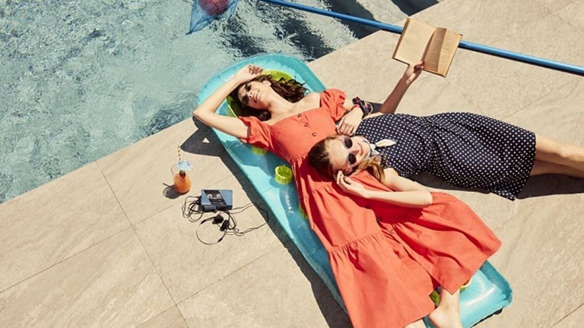 2020 yaz modasını desenli elbiseler renklendirecek