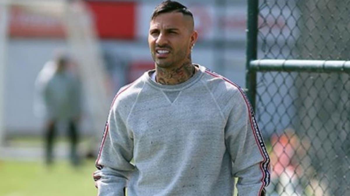 Futbolcu Ricardo Quaresma'nın AVM tarzı
