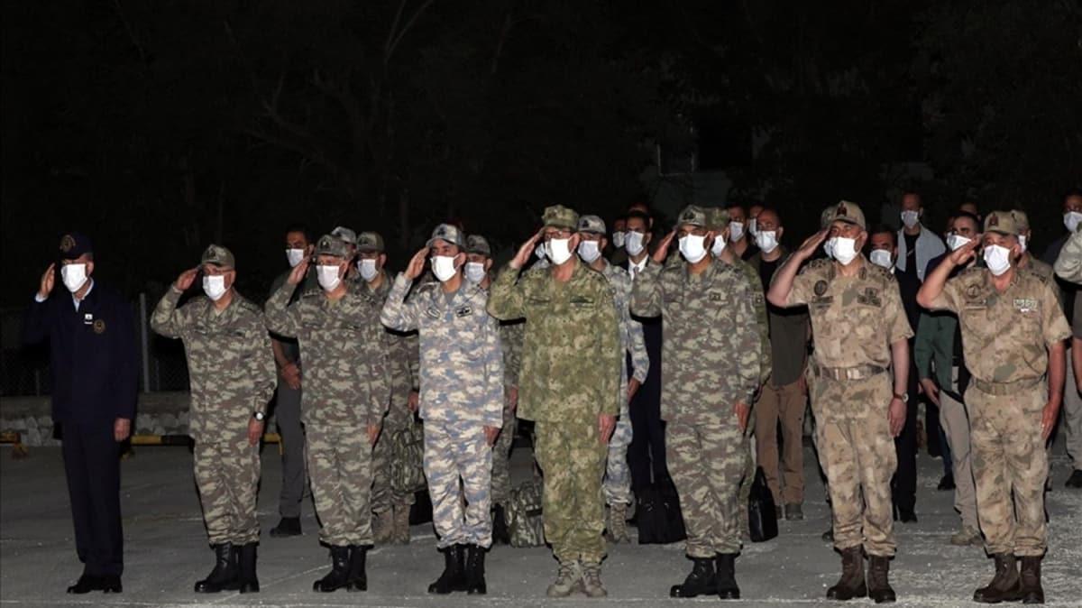 Bakan Akar ve TSK komuta kademesinden Pençe-Kaplan şehidine uğurlama