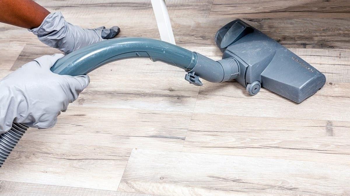 Evi o şekilde temizliyorsanız omurga sağlığınız tehlikede!  İşte sağlık için temizlik teknikleri