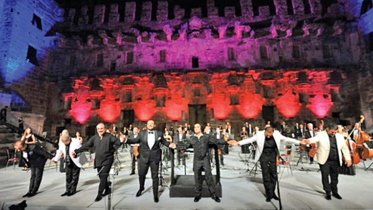 7 tenor ilk kez aynı sahnede