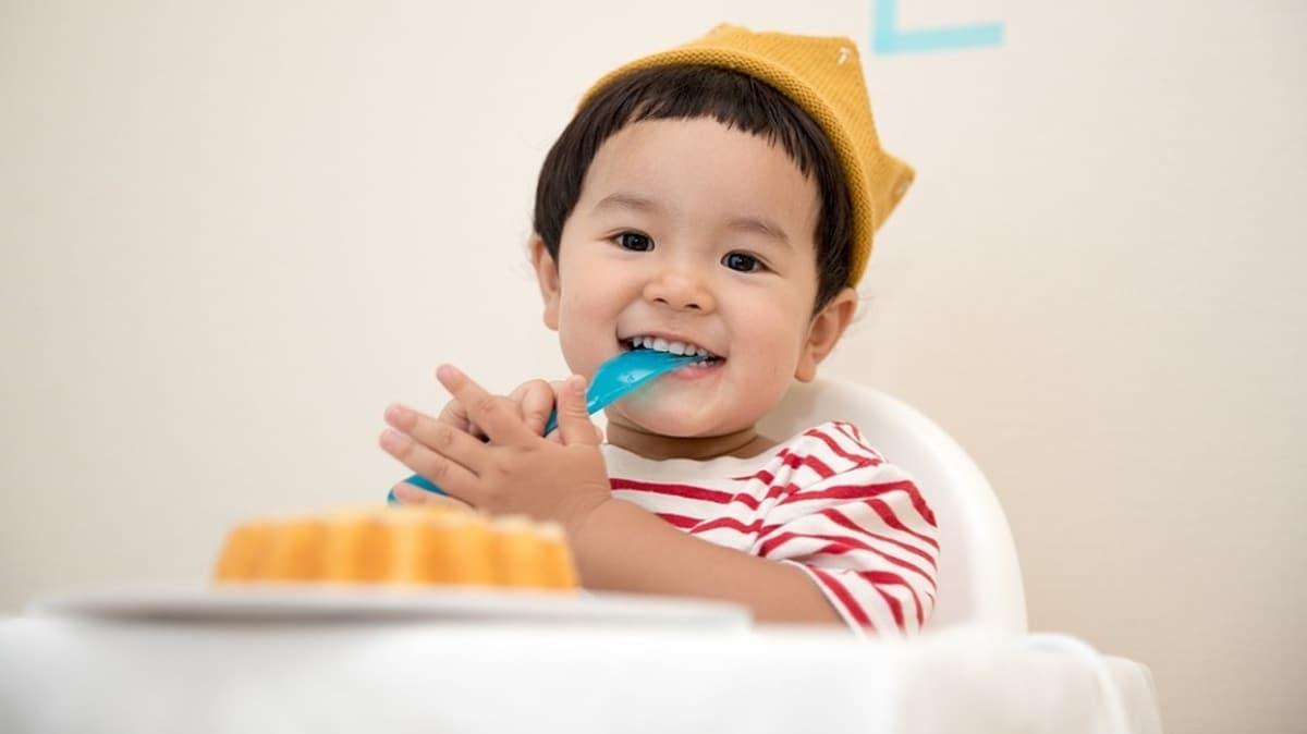 Tamamlayıcı besinlere geç başlamak bebeğin büyümesini yavaşlatır