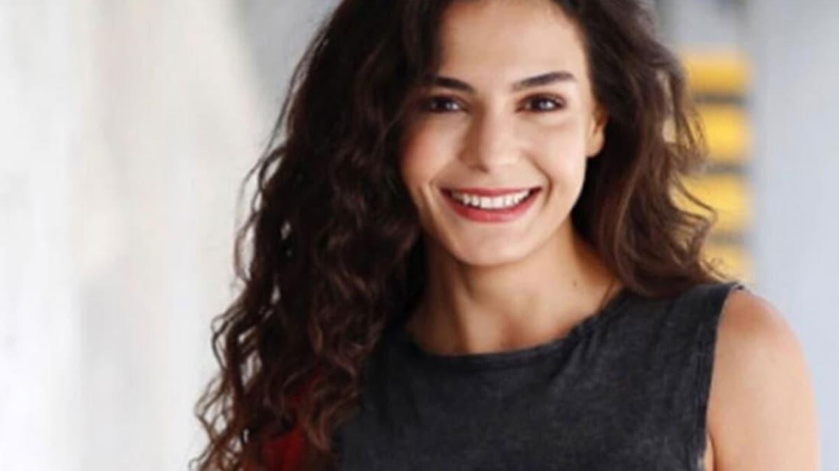 Hercai dizisinin Reyyan'ı Ebru Şahin üzerine çiçek giydi