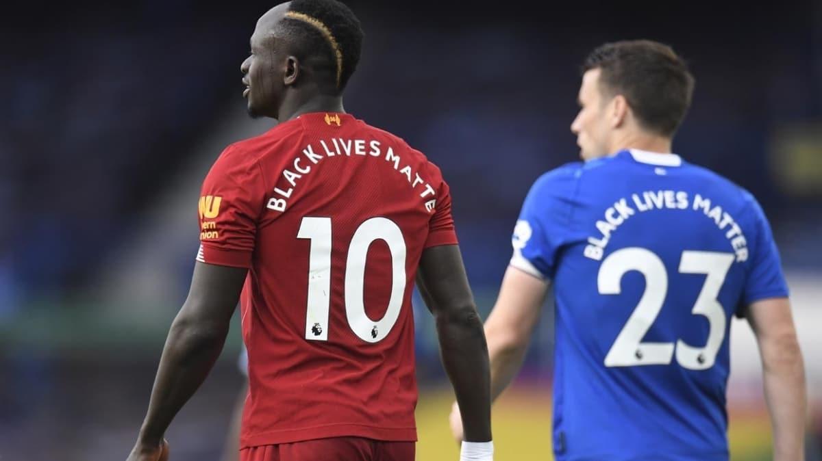 Lider Liverpool, Everton'la berabere kaldı