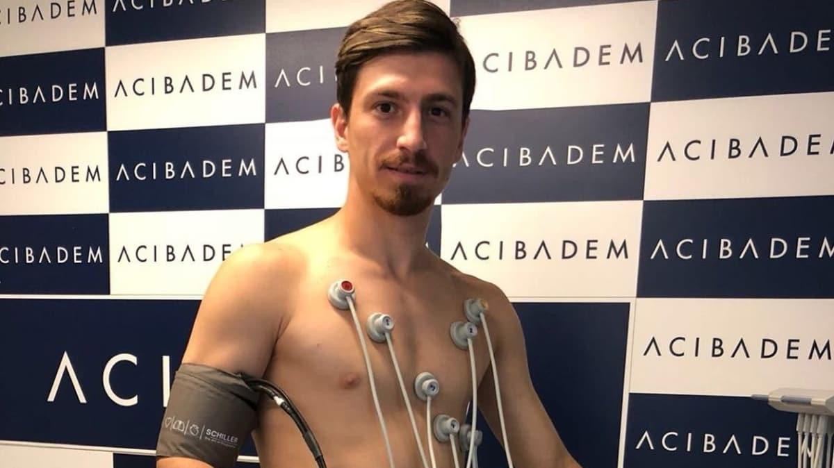 Mert Hakan Yandaş Fenerbahçe formasını sırtına geçirdi