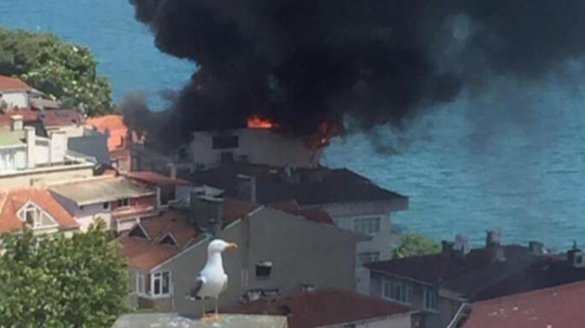 Sarıyer'de bir binanın çatısında yangın