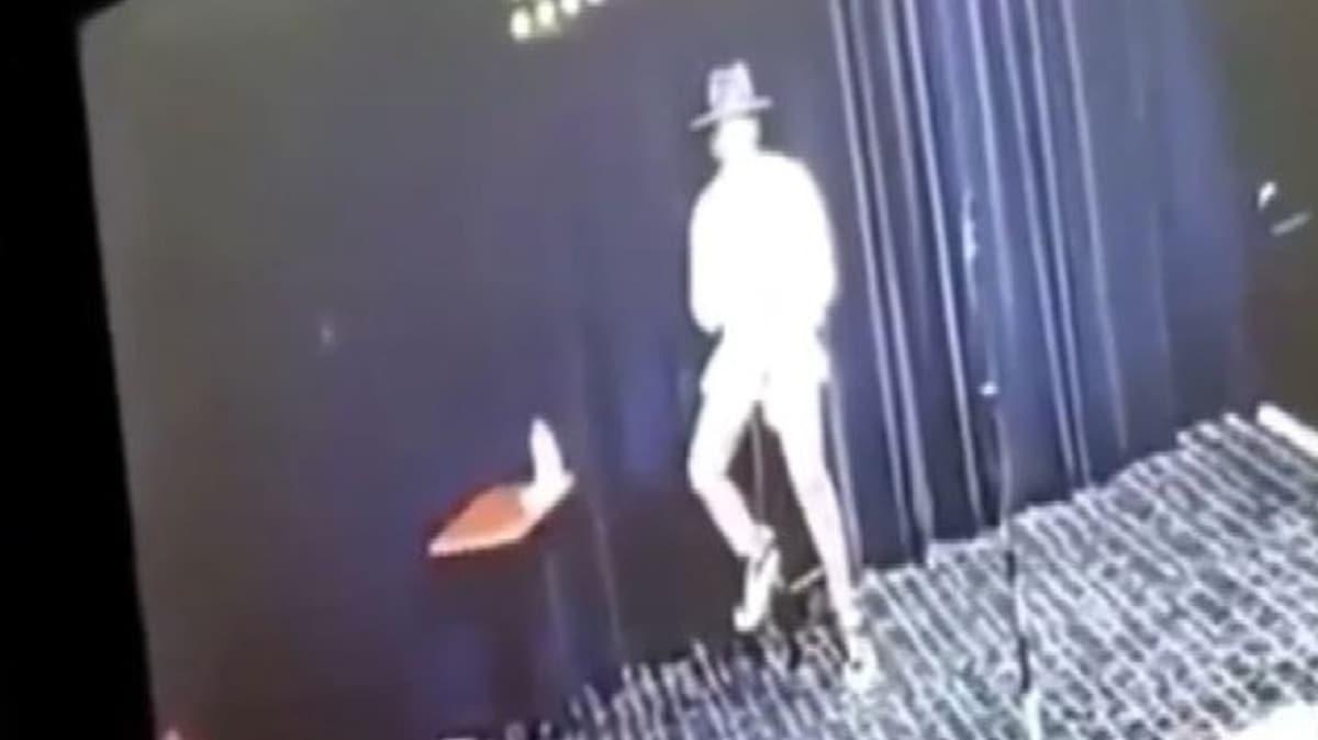 Komedyen sahnede aniden yere yığıldı! Koronavirüs olduğunu öğrendi