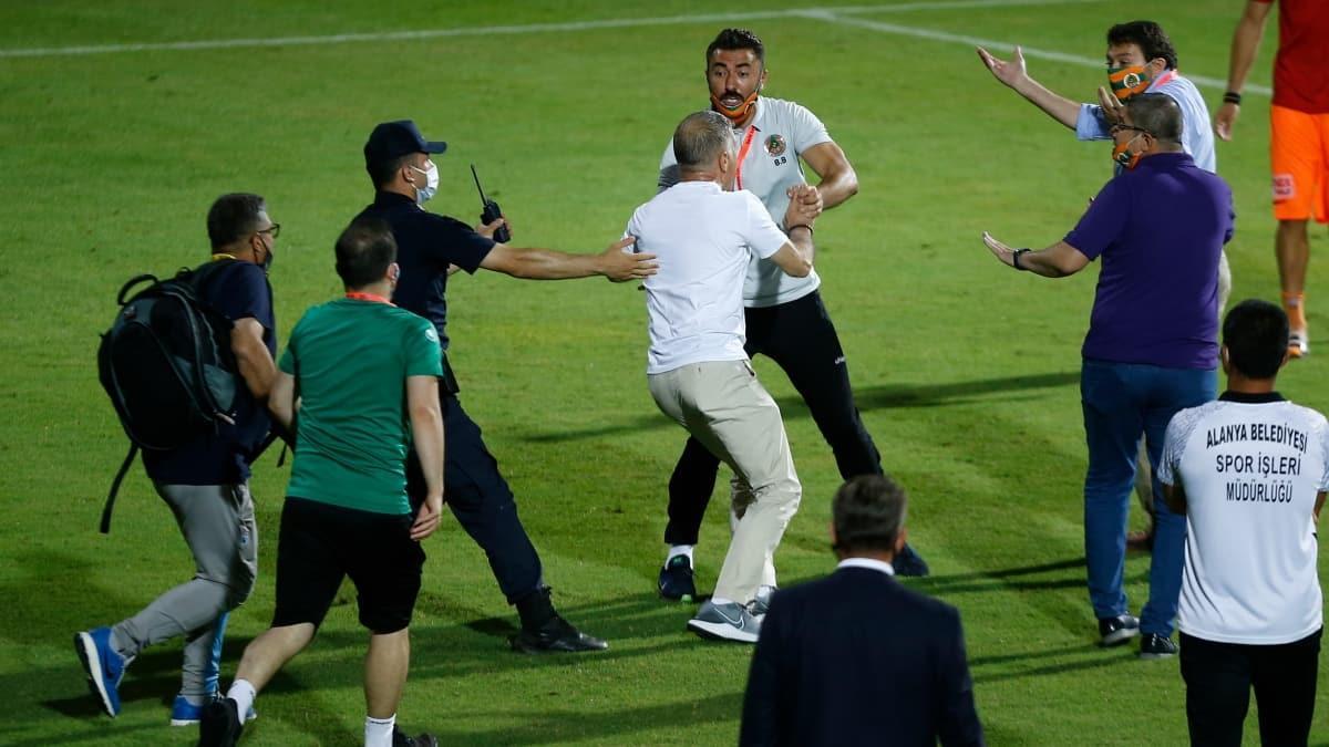 Ahmet Ağaoğlu'na koronavirüs cezası yolda