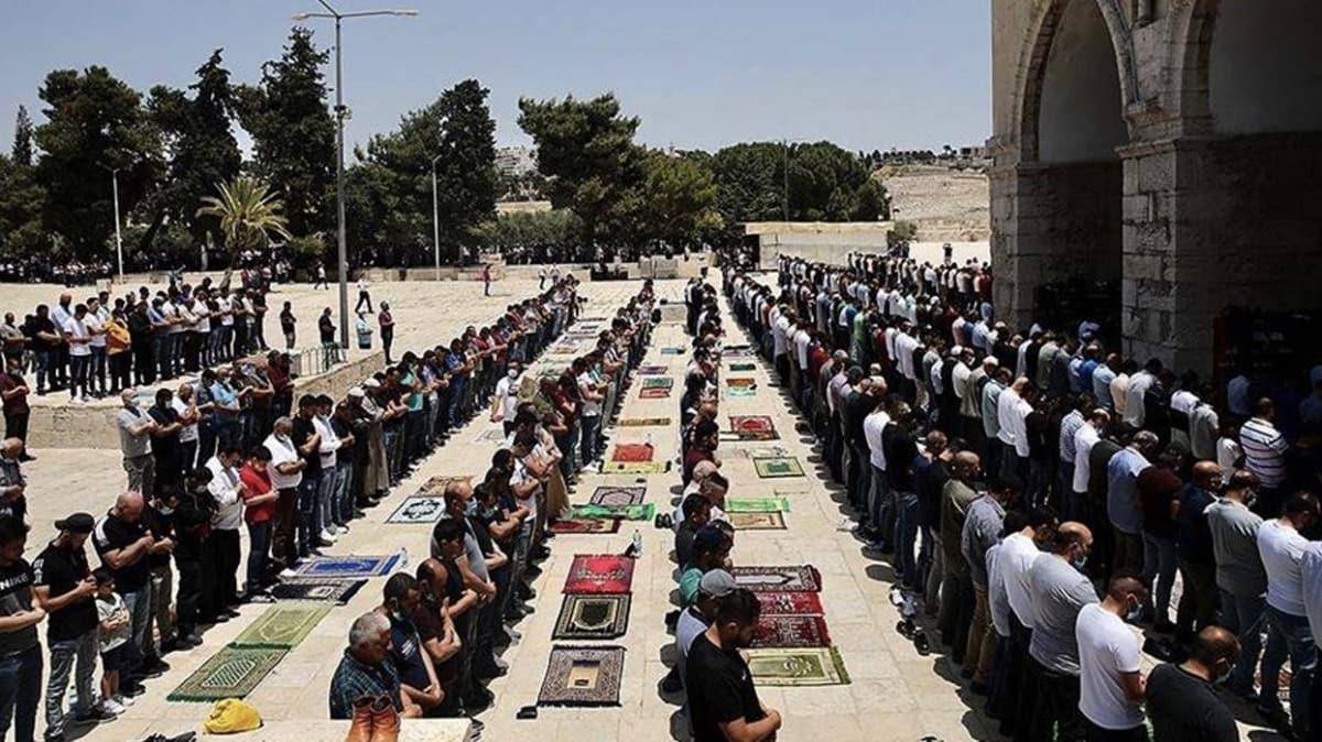 Filistin'de vaka artışı cuma namazına engel oldu