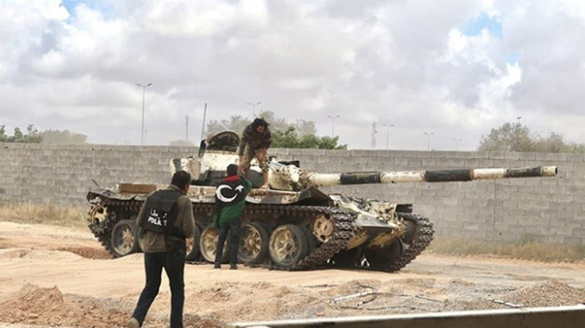 Libya'da 4 Hafter milisi silah bırakarak UMH'ye teslim oldu