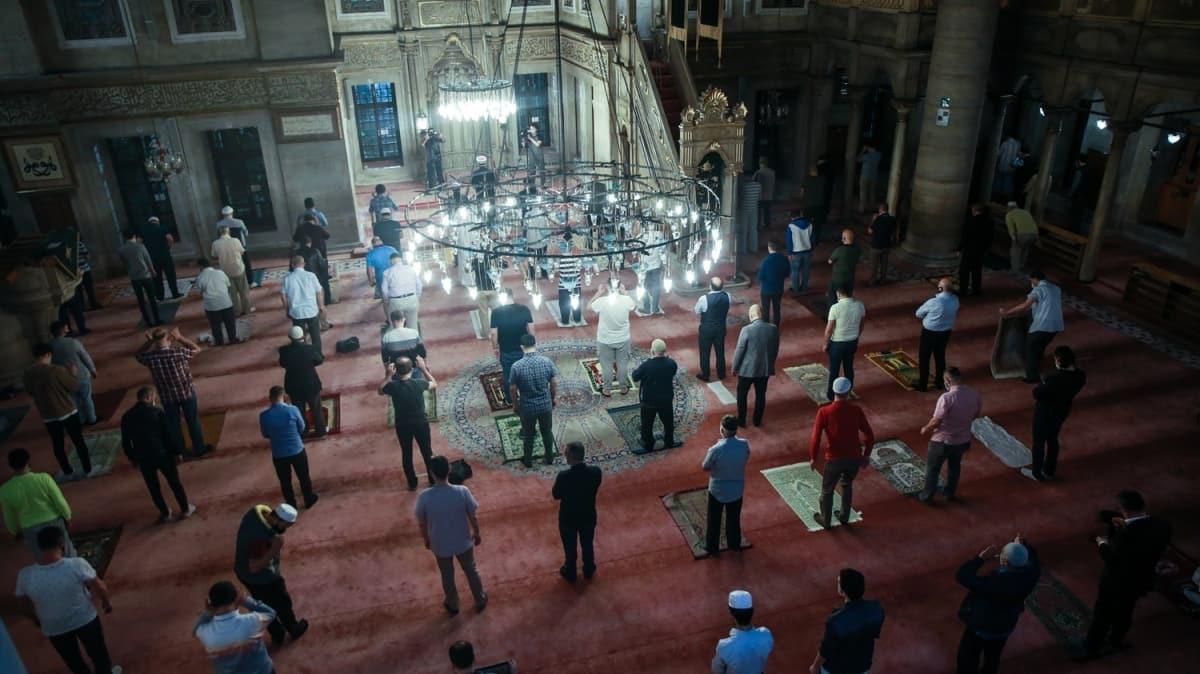 100 gün sonra cemaatle ilk sabah namazı! Heyecanla camilere koştular
