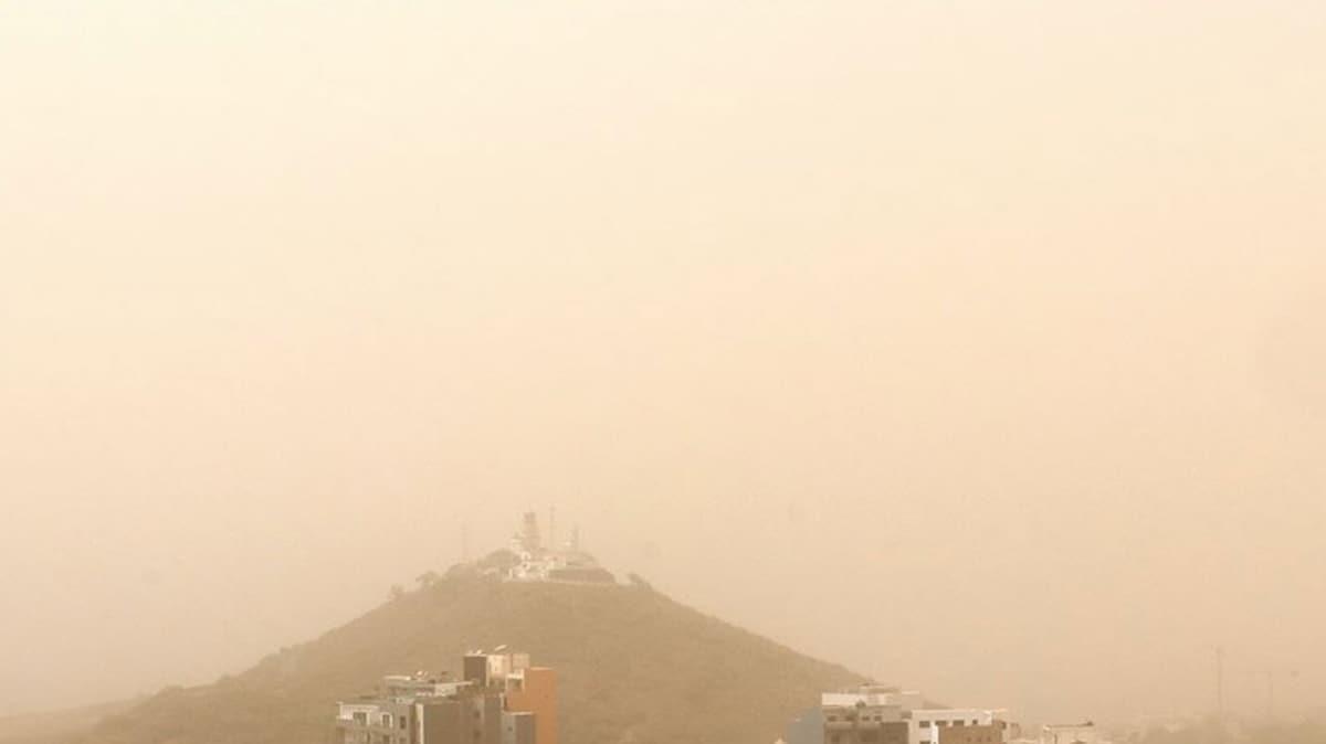 Sahra Çölü'nden kalkan toz bulut Karayipler'in üstünü örttü