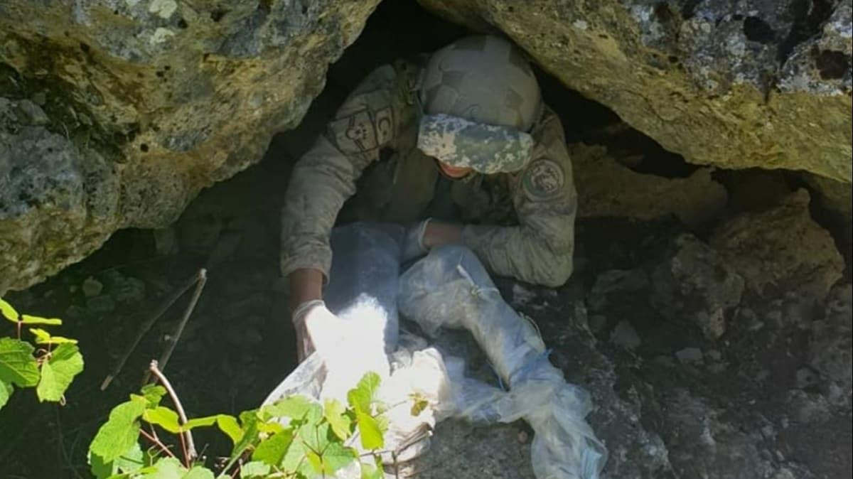 Hakkari'de, PKK'lı teröristlere ait silah ve mühimmat ele geçirildi