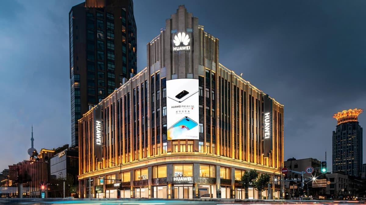 Huawei en büyük amiral gemisi mağazasını Şanghay'da açtı