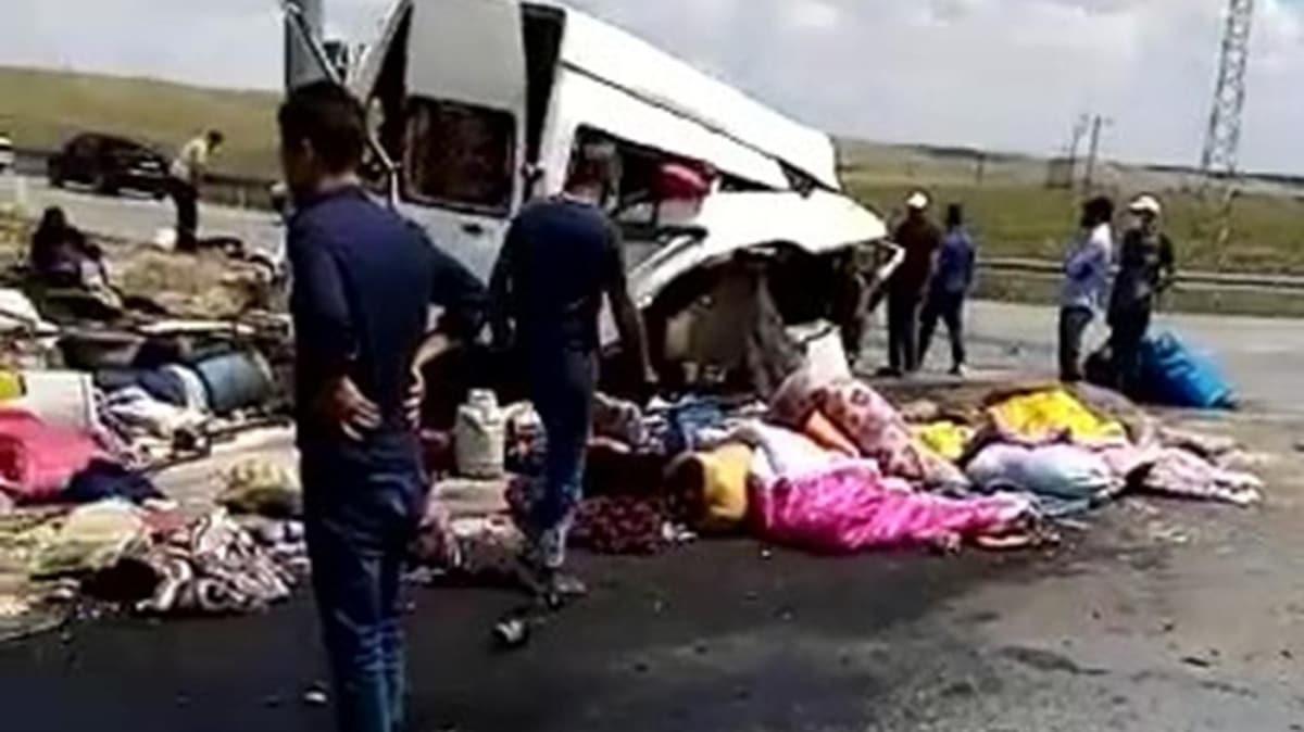 Konya'da tarım işçilerini taşıyan minibüs ile TIR çarpıştı; Ölü ve yaralılar var