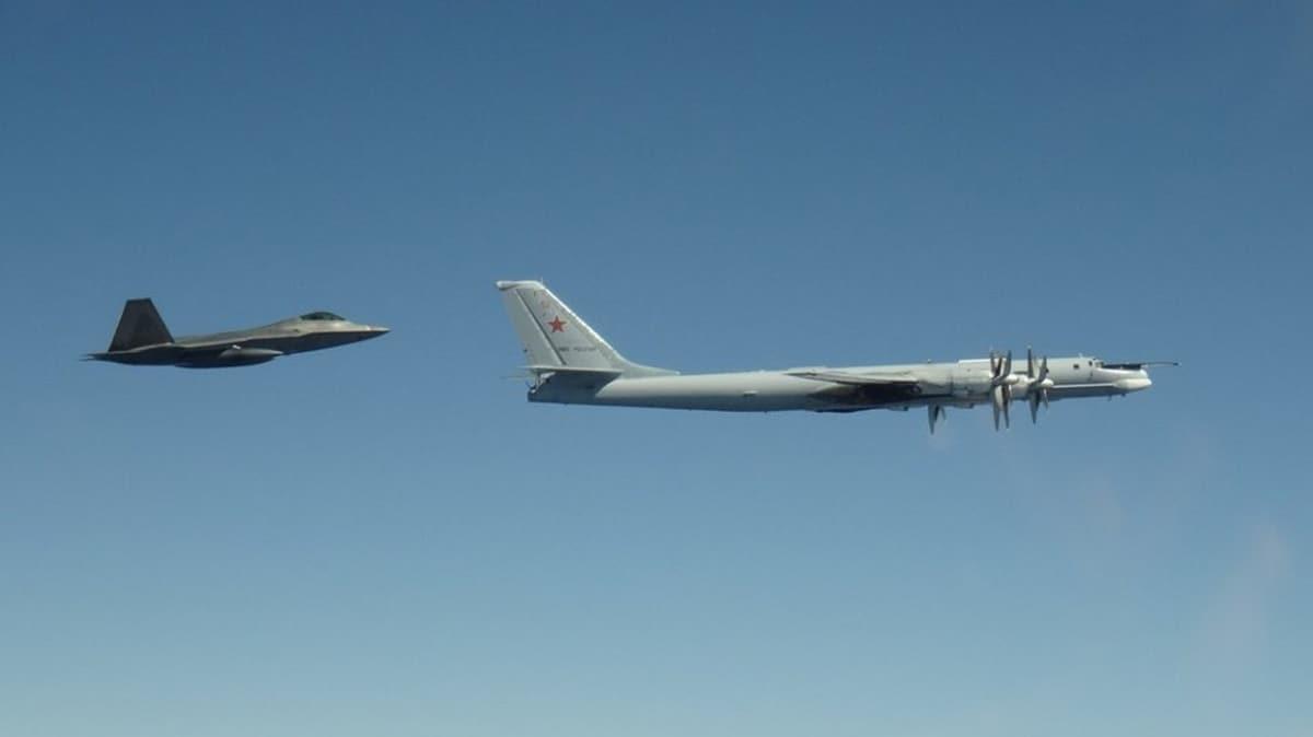 Alaska yakınlarında tehlikeli yakınlaşma... ABD, Rus uçaklarına önleme yaptı!