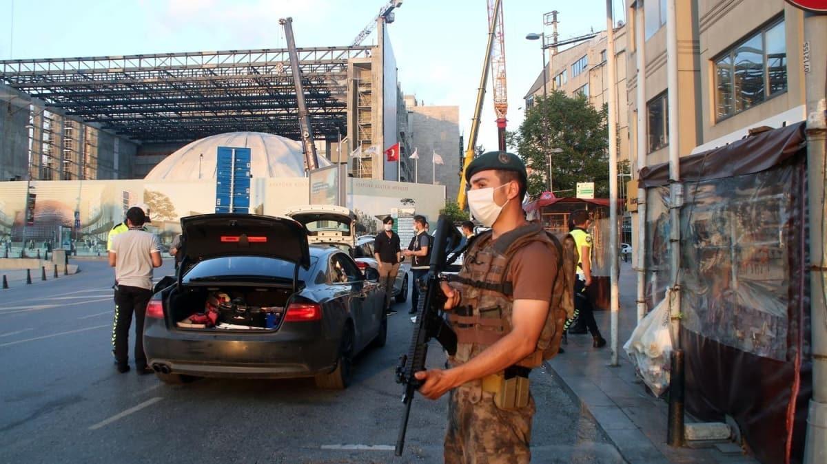İstanbul'da 5 bin polisin katılımıyla 'Yeditepe Huzur' asayiş uygulaması yapıldı