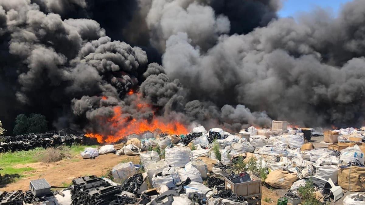 Bursa'da geri dönüşüm tesislerinde yangın: 10 kişi dumandan etkilendi