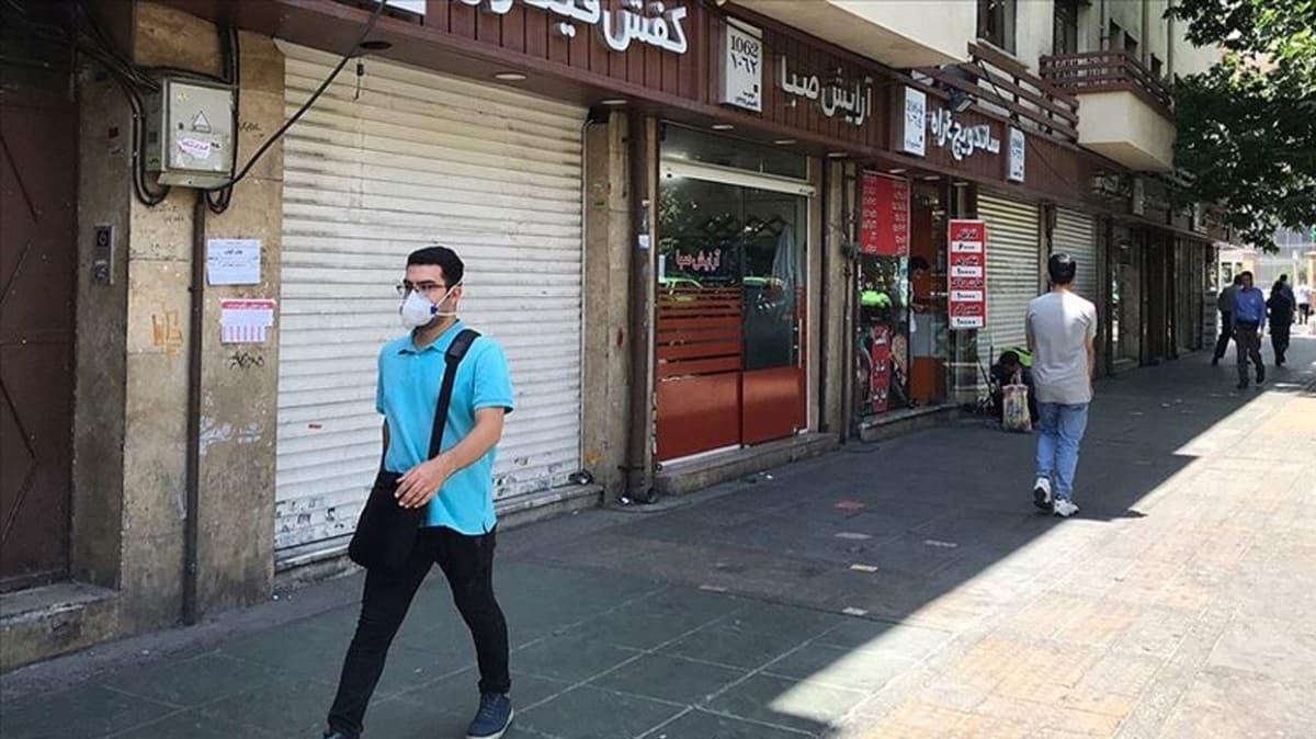 İran'da Kovid-19'a karşı maske takma zorunluluğu getiriliyor