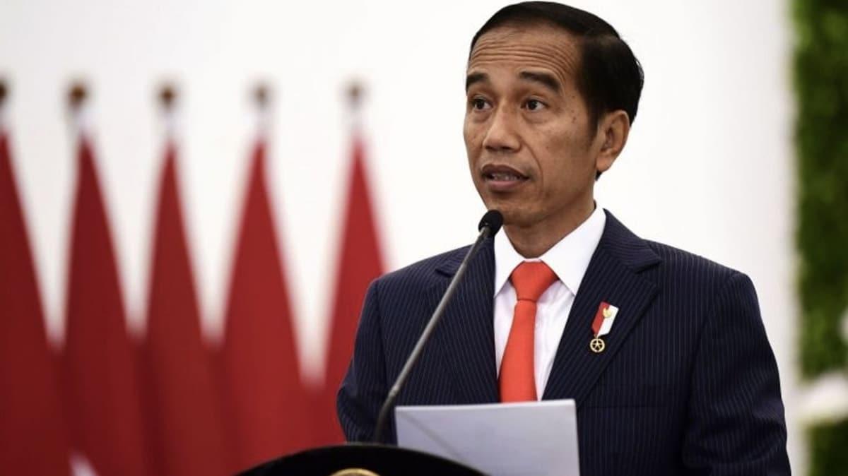 Endonezya Devlet Başkanı Kovid-19'u hafife alan kabineye gözdağı verdi!