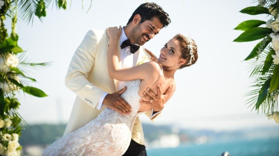 Fahriye Evcen'den Burak Özçivit'le 3. yılına özel paylaşım: Aşk her şeydir!