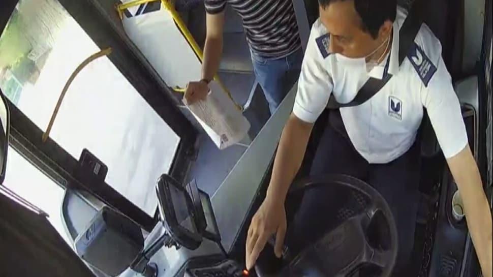 Otobüs şoföründen alkışlanacak hareket! Yanlış otobüse binen öğrencileri okula yetiştirdi