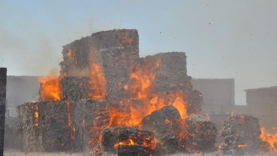 Bursa'da karton fabrikasında büyük yangın