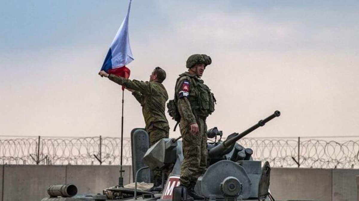 Bölgede dikkat çeken hareketlilik... Rus bayrağını indirdiler