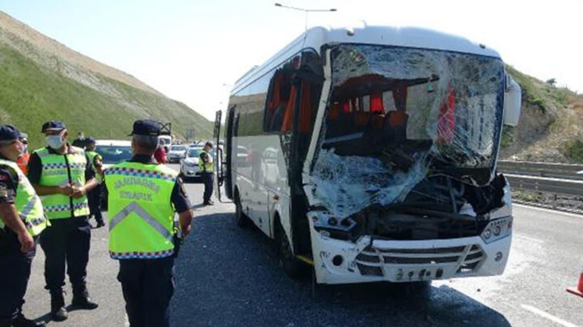 Kocaeli'de işçi midibüsü kamyona çarptı: 13 yaralı