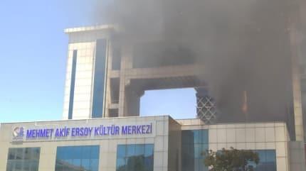 İstanbul'da kültür merkezinde yangın