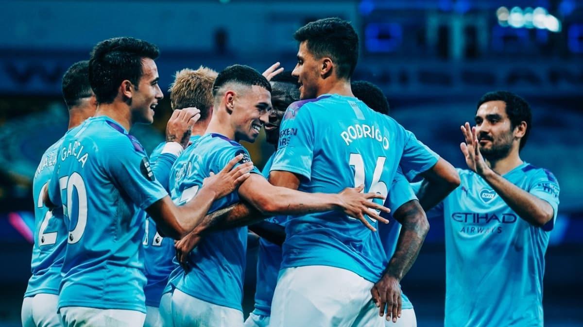 Manchester City, şampiyon Liverpool'u farklı mağlup etti