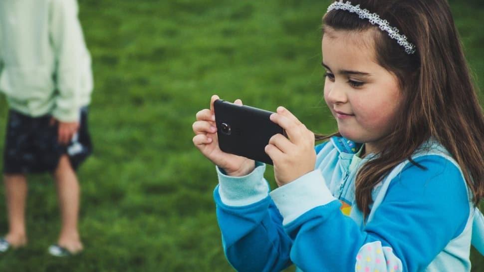 Ailelerin sosyal medya paylaşımları çocuğu nasıl değiştiriyor?