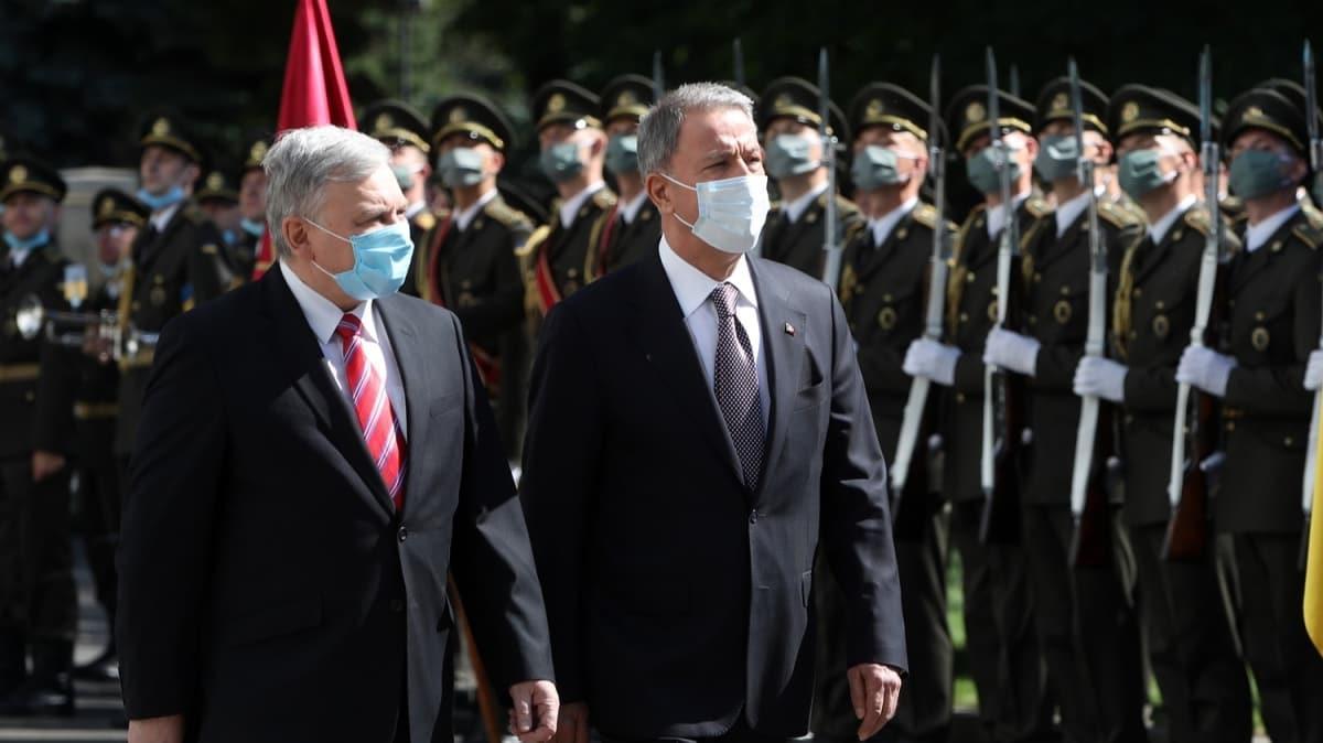 Bakan Akar'dan Ukrayna'da flaş açıklamalar: Her türlü desteği sağlayacağız