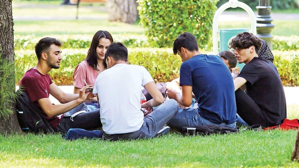 Gençler 'barometre'ye takıldı! Prof. Dr. Nuran Yıldırım: Bu umursamazlık hepimizi yakacak