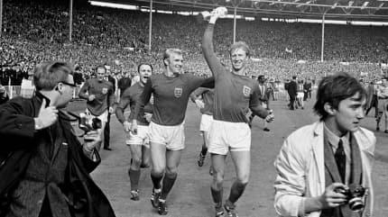 İngiltere'nin eski Milli futbolcusu vefat etti
