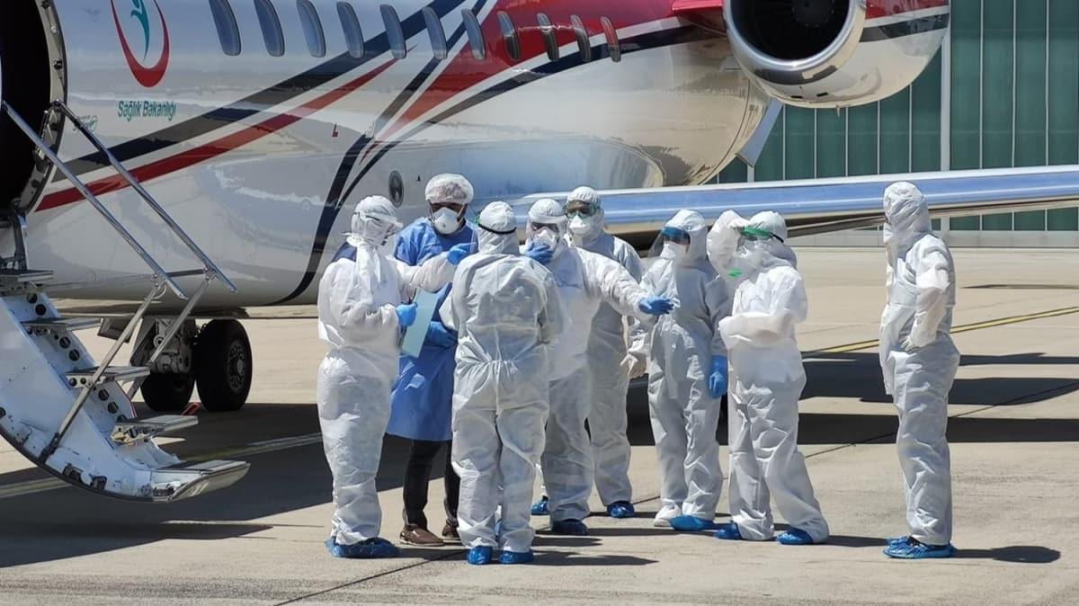 4 Türk hastayı taşıyan ambulans uçak indi