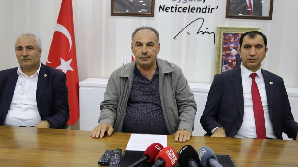 Ağrı'da 3 belediye başkanı, AK Parti'ye geçti