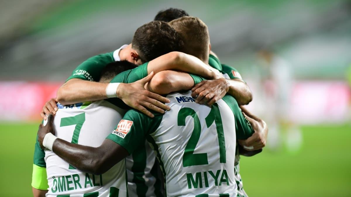 Konyaspor'da gol yükü forvetlerin değil orta sahanın omuzlarında