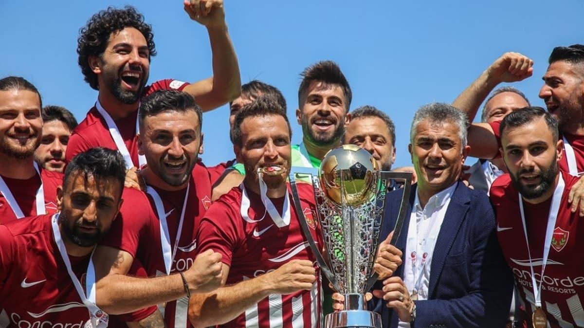 TFF 1. Lig'de şampiyon olan Hatayspor, kupasını aldı