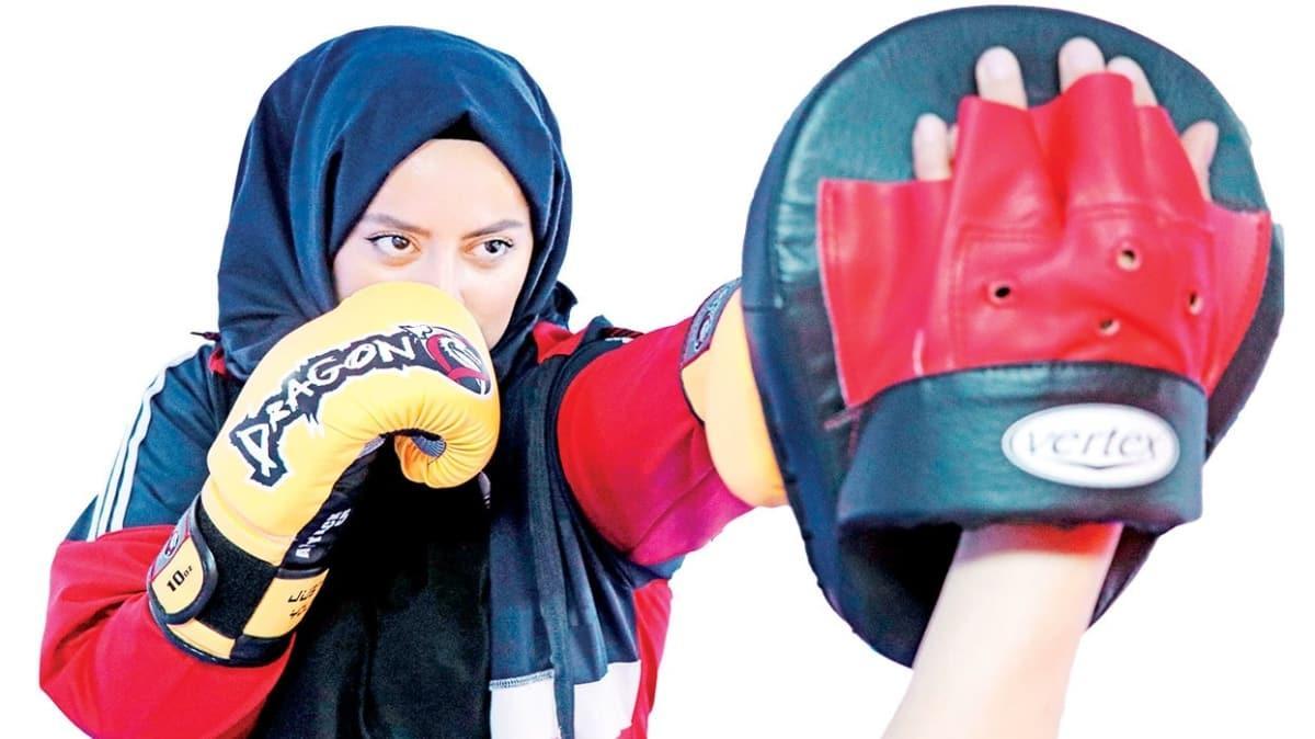 Elazığ'da kick boks modası! Korunmayı öğrenirken stres atıyorlar